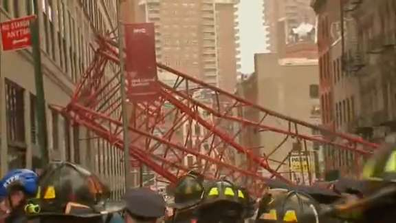 Giant crane collapses in New York, at least one person killed